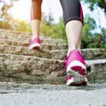 Kävely on oiva liikuntamuoto niin aloittelevalle kuntoilijalle kuin himourheilijallekin.