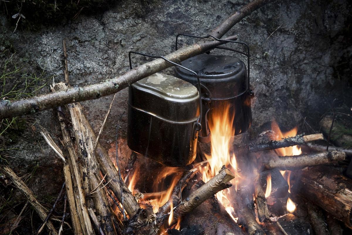 Pakki on metsässä kultaakin kalliimpi, kylmää kun ei kannattaisi syödä eikä juoda.