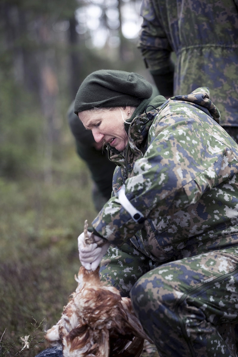 Riitta Jansson päätti opetella, kuinka kana saadaan pakkiin asti.