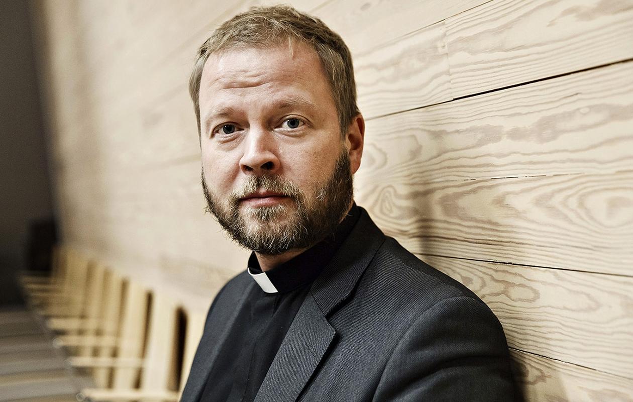 Helsingin piispa Teemu Laajasalon, 45, kirja Kyllä tämäkin voidaan suvaita julkaistaan syksyllä. Teemu Laajasalo on naimisissa, ja hänellä on kolme kouluikäistä lasta.