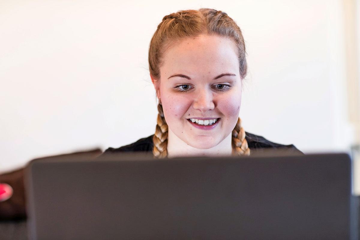 Janni Väkevä yrittää pysyä positiivisella mielellä ja tehdä asioita voimiensa rajoissa.