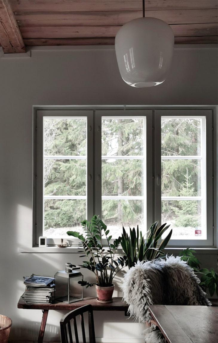 Maallemuutto mahdollistaa sen, että tuvan ikkunasta näkyy metsä.