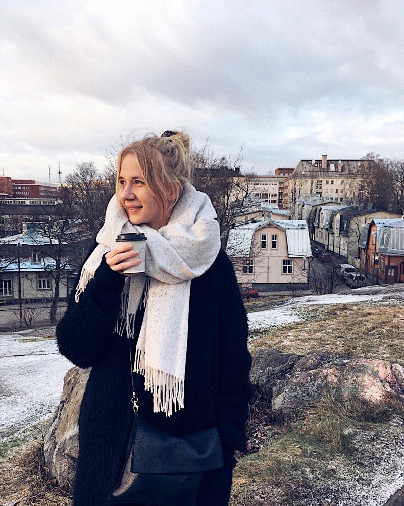 Laura Kadenius panostaa Mitä luimme kerran -bookstagram-tilillään visuaalisuuteen. – Tyylini on minimalistinen mutta monipuolinen.