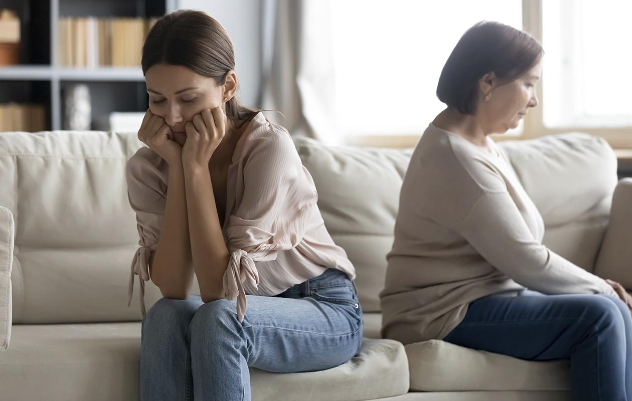 Välttelevä kiintymyssuhde jättää jälkensä niin lapseen kuin äitiinkin.