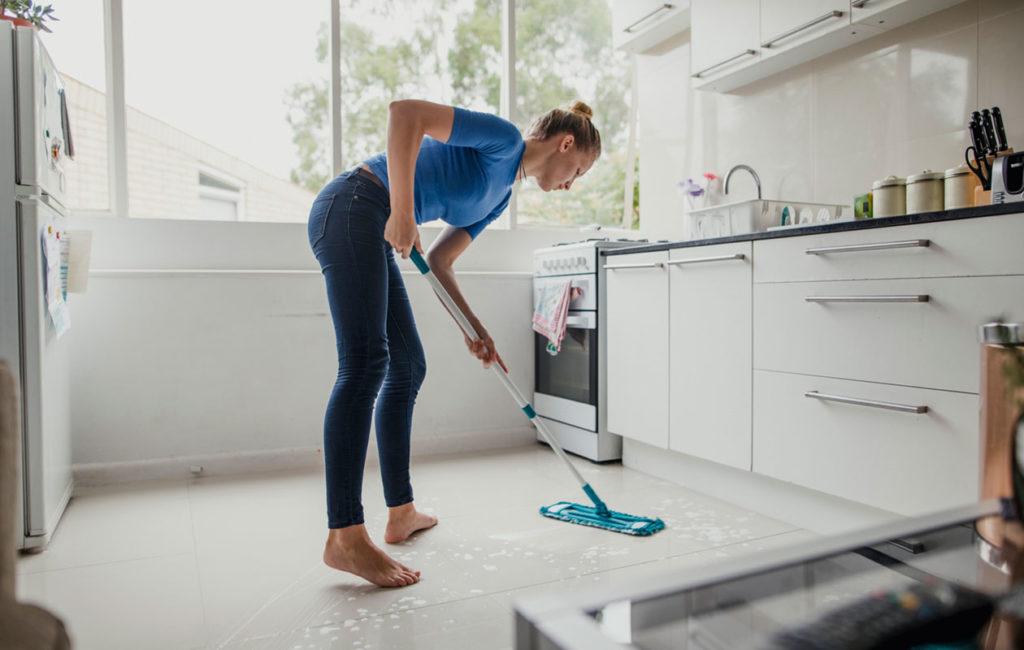 Kevät on hyvää aikaa siivota koti huolellisesti.