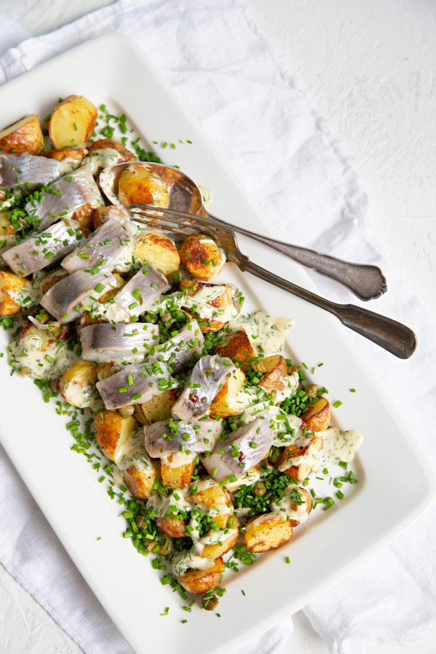 varhaisperuna-sillisalaatti