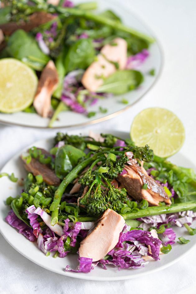 savulohi-parsakaalisalaatti