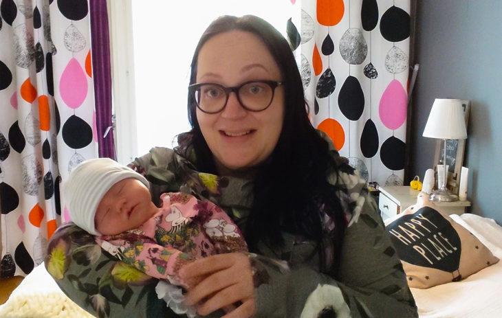 Lapsi tuntemattoman kanssa -Hanna on itsellinen äiti.