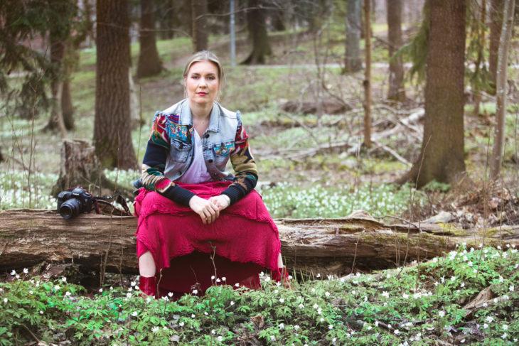 Hanna Marttinen oli juuri ehtinyt matkustaa toiseen kotiinsa Gambiaan, kun koronakriisi pakotti hänet palaamaan Suomeen. Ikävä on kova.