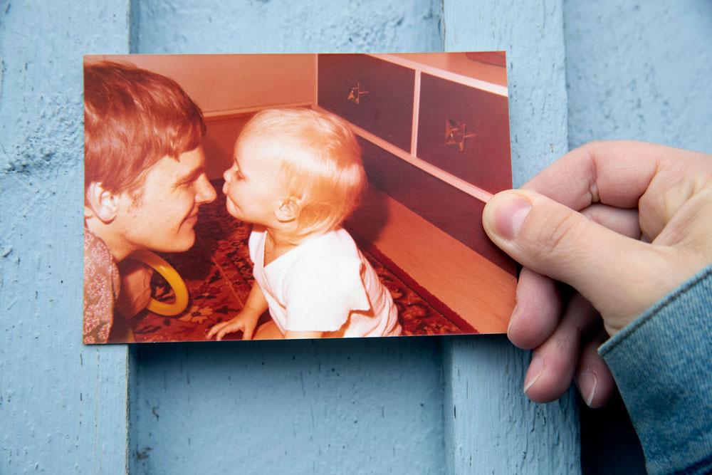 Vanhassa kuvassa on Sonia lapsena isänsä kanssa.
