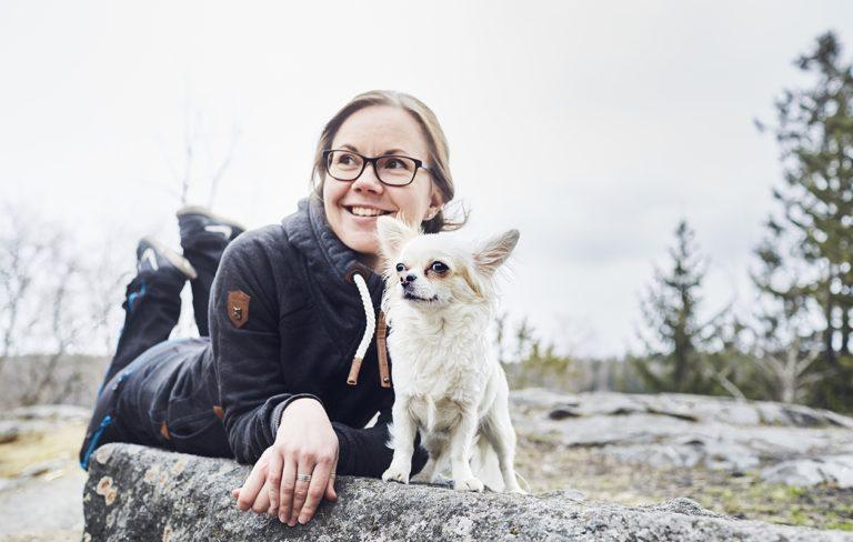 Rohkeutta, itseluottamusta, onnistumisen elämyksiä. Anette Luutikivi on saanut koiriltaan paljon, jopa uuden ammatin.