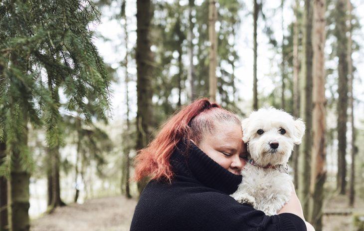 Ilman Emma-koiraa Noora Saarinen saattaisi kököttää koko kevään sisällä.