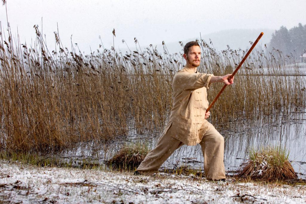 Lääkäri Joonas Tolvanen lähti lukioikäisenä opiskelemaan Shaolin kung-fua Kiinaan. Lajiin kuuluu olennaisesti myös mielen harjoittaminen.
