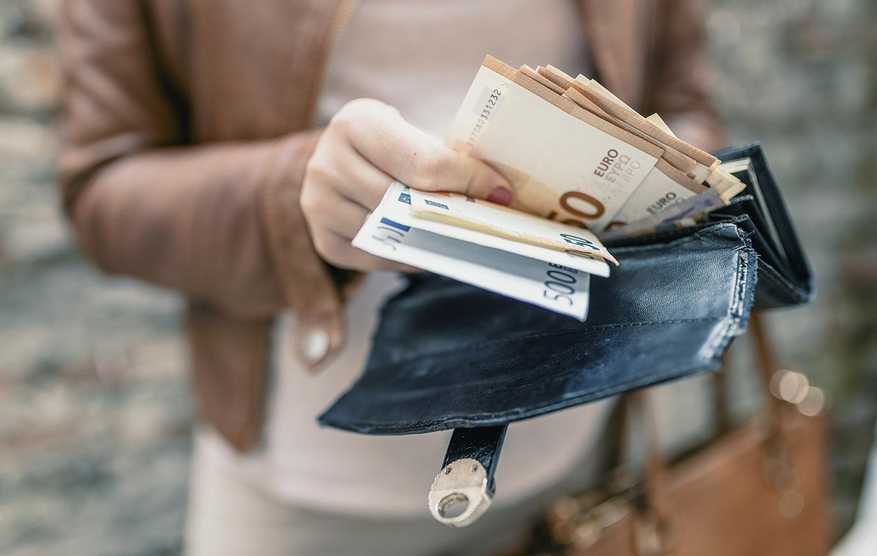 Raha-asiat kuuluvat arkipäivään, mutta niistä puhuminen on edelleen joillekin hankalaa.