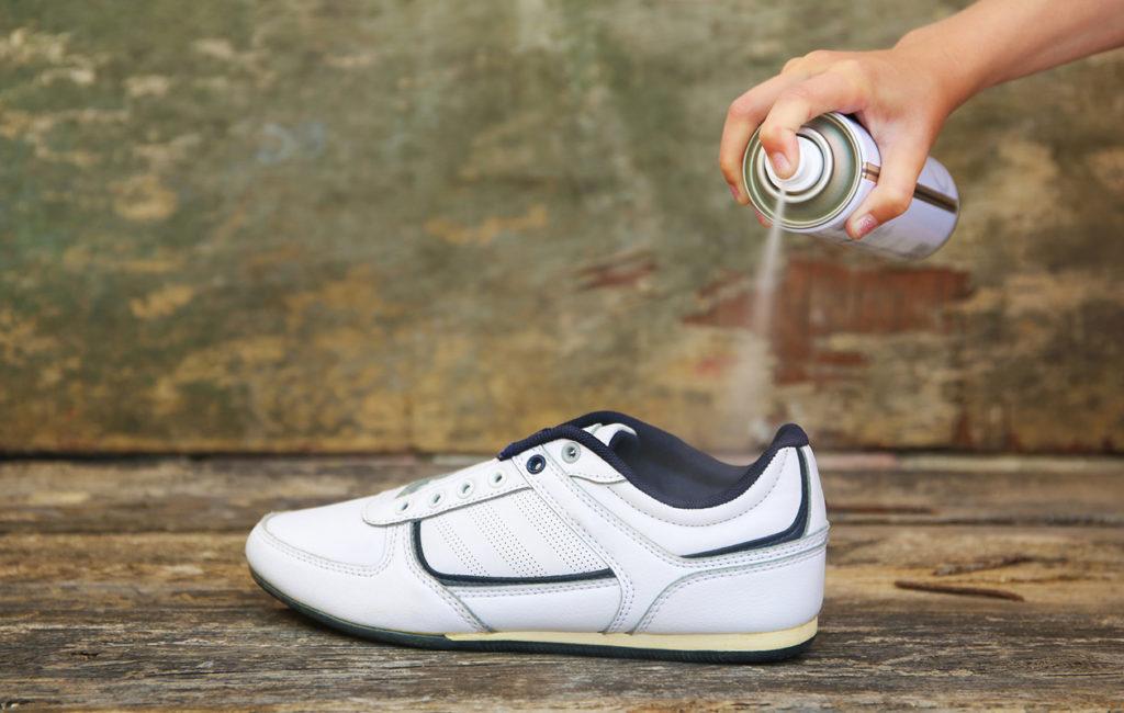 Kenkien puhdistaminen on kenkien desinfiointia tärkeämpää.