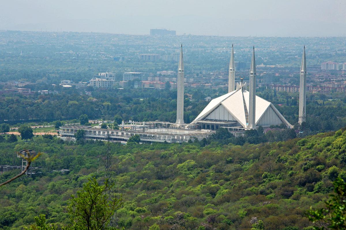Islamabad ja Rawalpindi muodostavat yhdessä Pakistanin neljänneksi suurimman metropolialueen. Rikoksia täällä riittää Beenishille ratkaistavaksi.