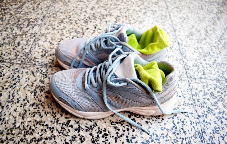 Kenkien desinfiointi voi olla joskus tarpeen. Toisinaan taas pelkkä kenkien puhdistaminen riittää.