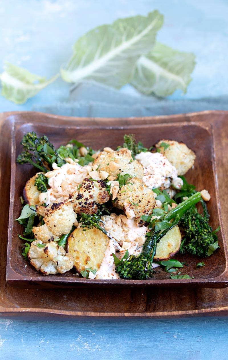paahdettu kukkakaali-perunasalaatti