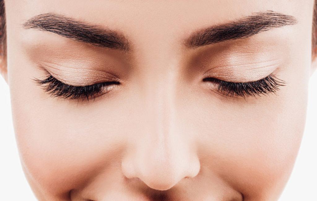 Kulmien värjäys kotona onnistuu varmasti, kun seuraat näitä kosmetologin vinkkejä.