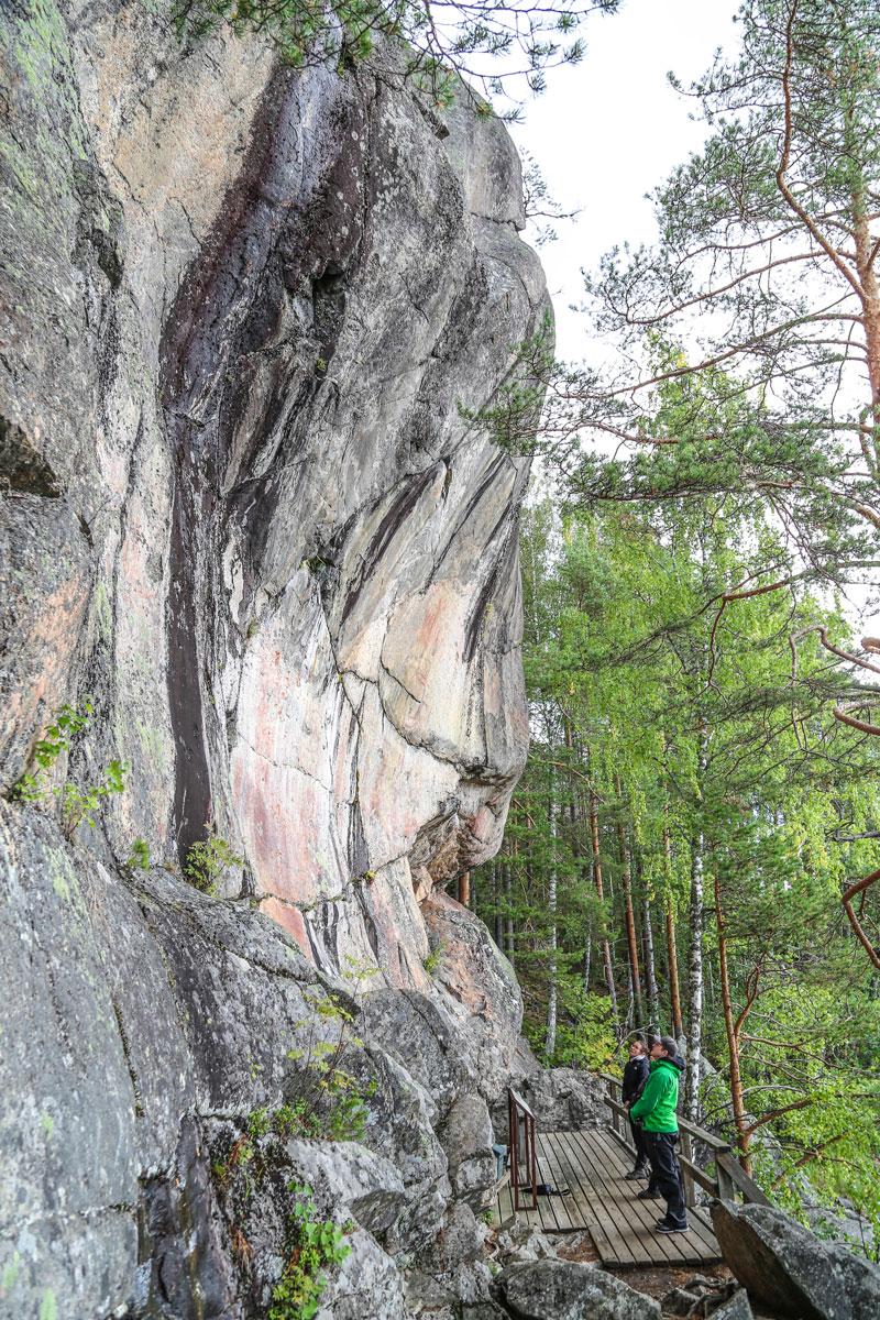 Luontokohde Astuvansalmen kalliomaalaukset.