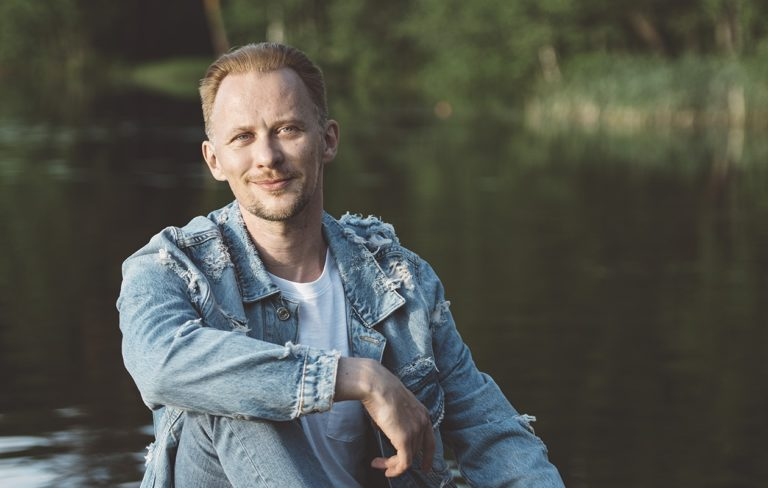 Jarno Laasala on viime vuosina opetellut itsemyötätuntoa.  – Silloin, kun tekee kipeää, pitää osata rakastaa ja lohduttaa itseään.