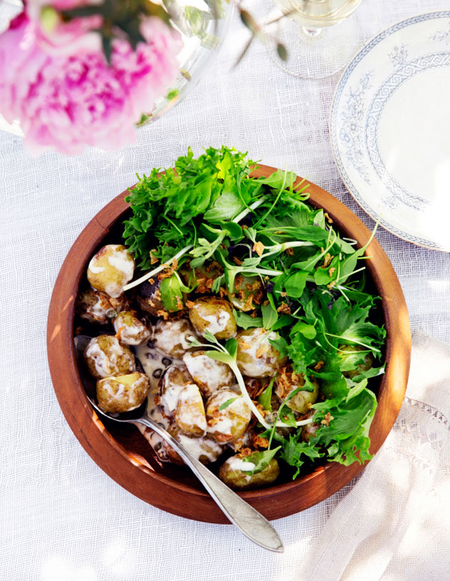grillatut perunat ja anjovikastike