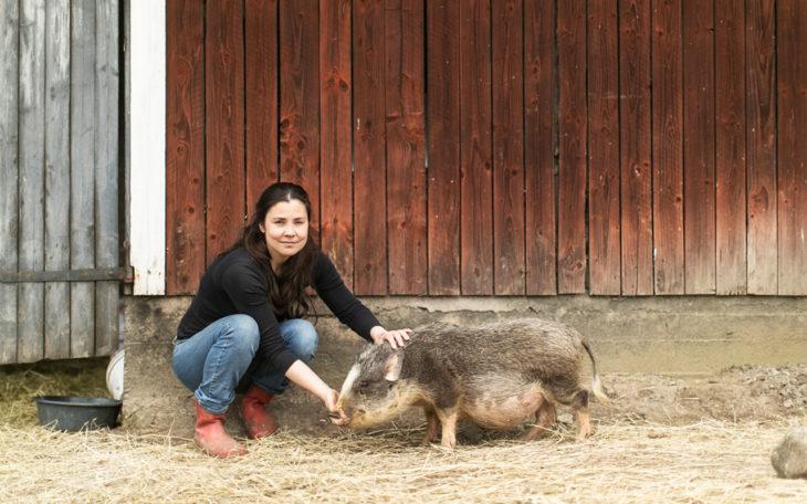 Annukka Cederlöf rakastaa eläimiä.