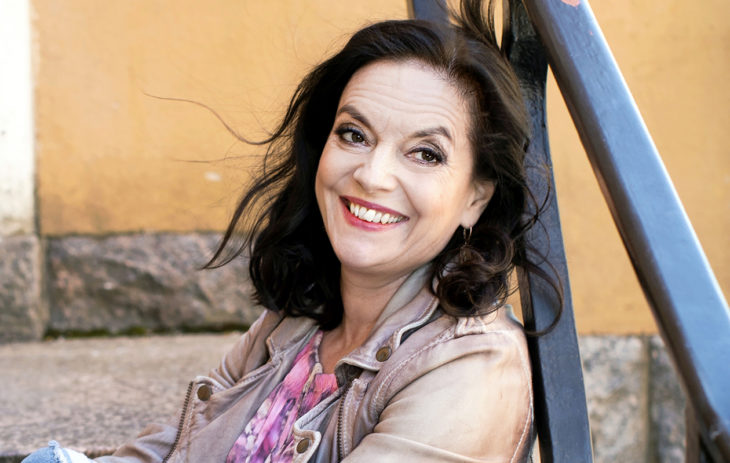 Kirjailija-näyttelijä Anna-Leena Härkönen
