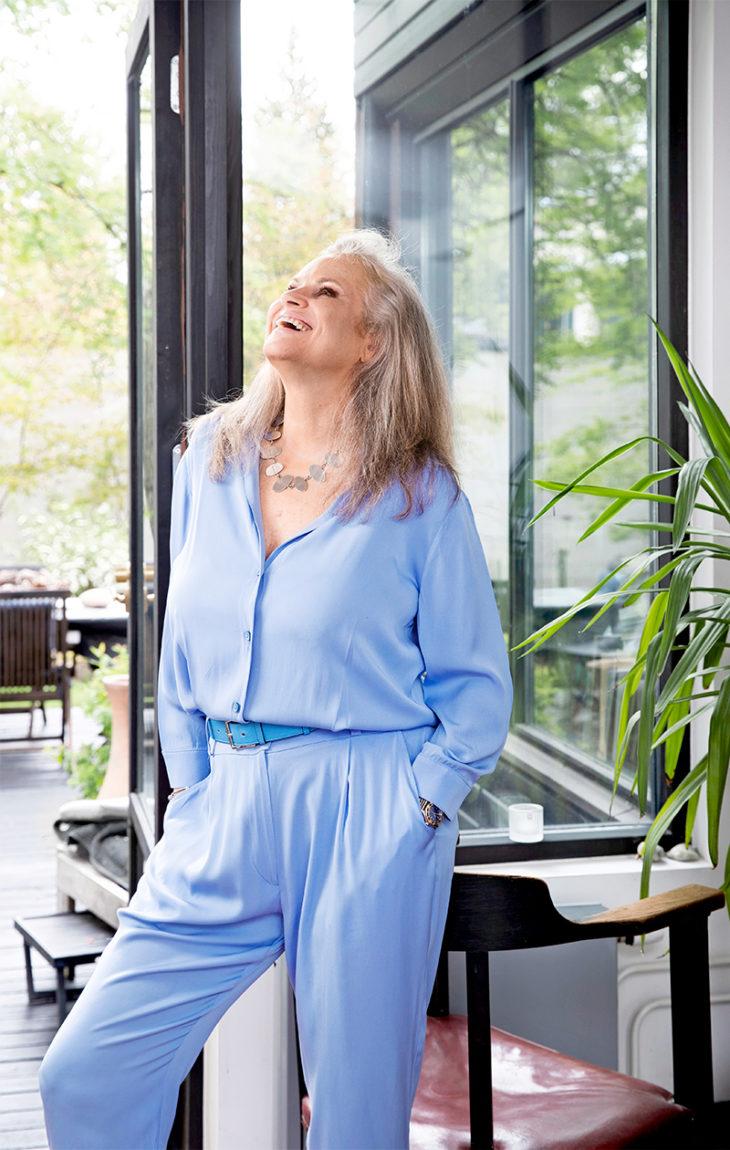 – Tara Jarmon on ystäväni. Tämä housupuku on teetätetty ompelijallani Helsingissä, Jaan Ukkola sanoo.