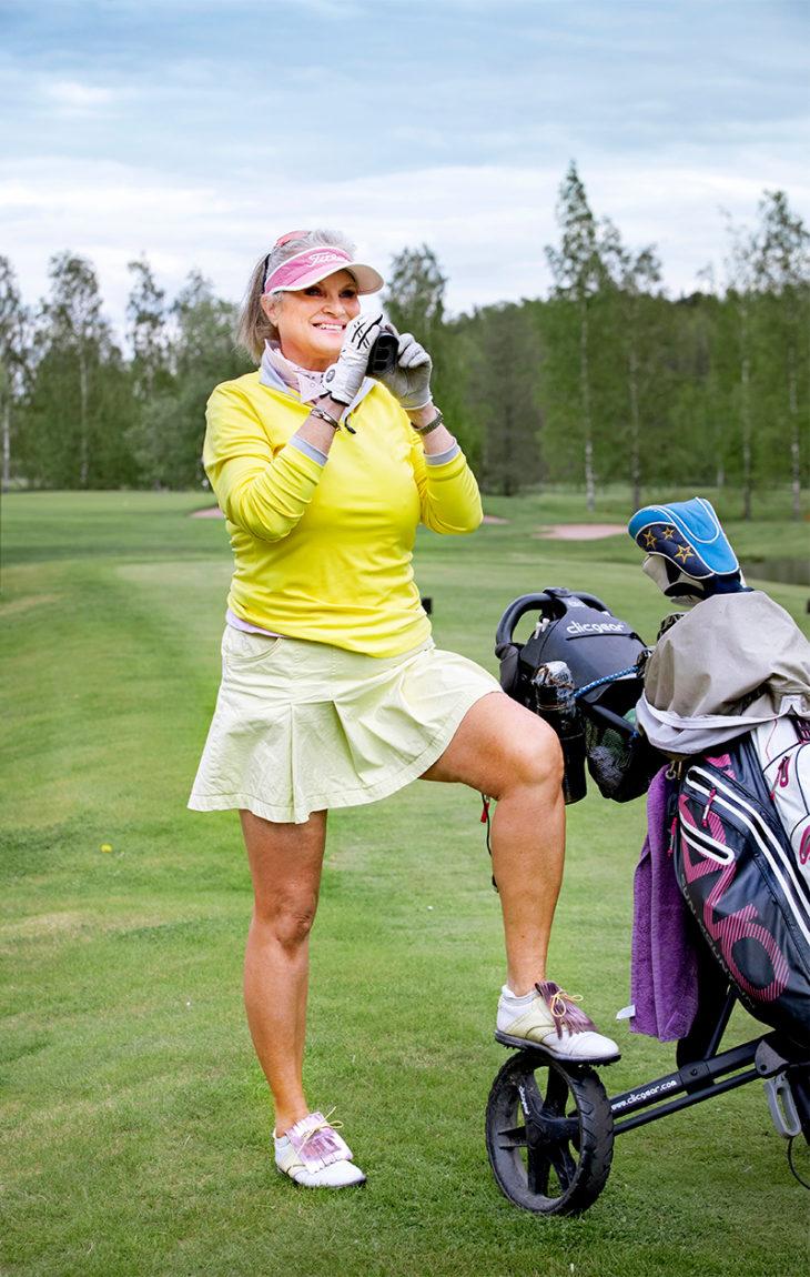 – Golfvaatteeni eivät välttämättä ole varsinaisia golfvaatteita, vaan ne voivat olla myös hiihtovaatteita. Tämä Peak Performancen housuhame on 1990-luvulta. Minulla on sitä monessa eri värissä.
