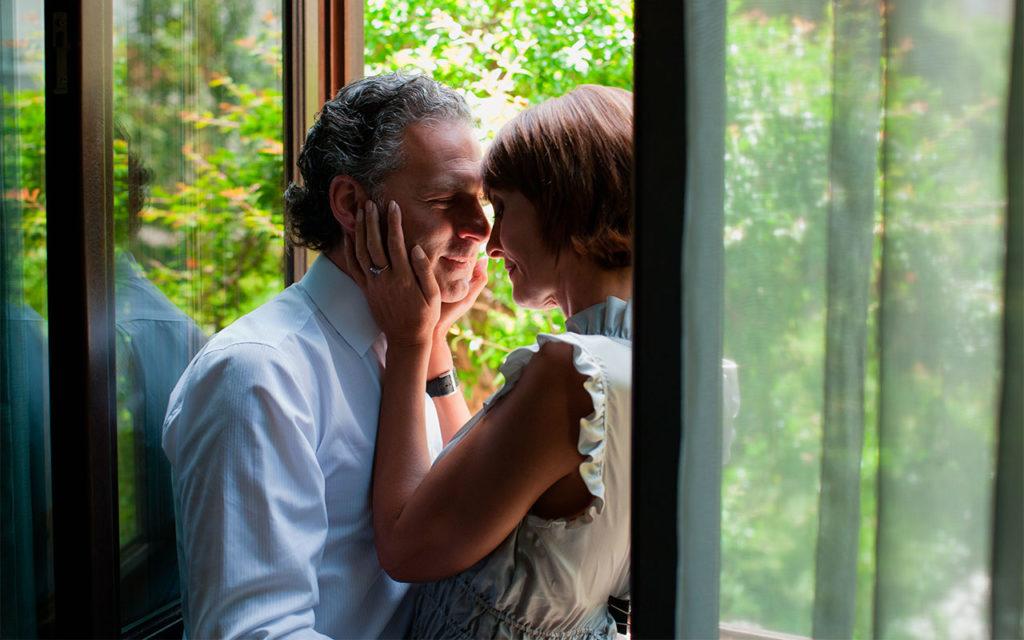 Seksuaalisuuteen vaikuttavat lukuisat tekijät sairauksista ja lääkityksistä pitkittyneeseen stressiin.