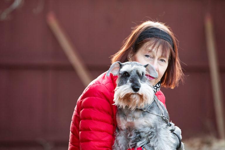 Johanna ja Ziri-koira.Ensimmäisen munuaissiirteensä Johanna sai kolmikymppisenä. Munuainen kesti 17 vuotta.
