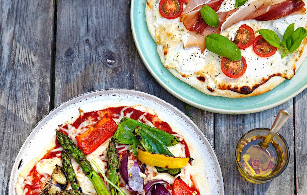Valkoinen grillipizza vie kielen mennessään ja kasvisgrillipizza saa makunystyrät onnesta sykkyrälle.