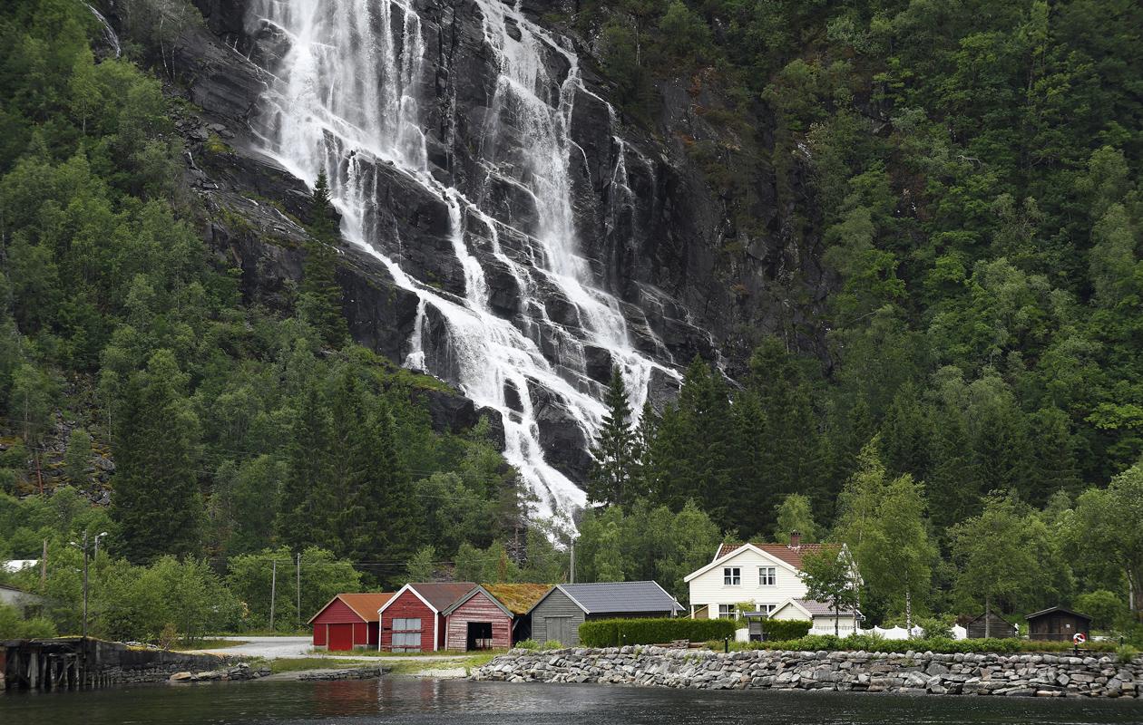 Bergen: Bergenistä voi lähteä muutaman tunnin tai vaikka usean päivän vuonoristeilylle. Kaupungista alkaa 2000 kilometriä pitkä Hurtigruten, jota sanotaan yhdeksi maailman kauneimmista laivareiteistä.