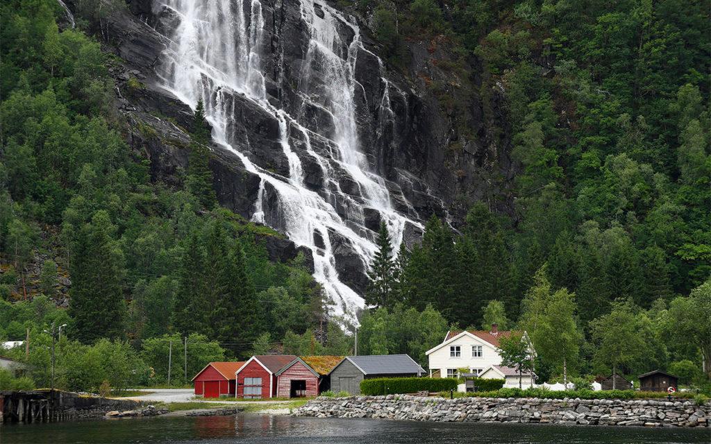 Bergenissä ja Reykjavikissa pääsee nauttimaan pohjoisen Atlantin merellisestä tunnelmasta.