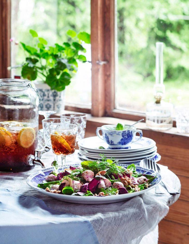 pähkinäinen punajuuri-perunasalaatti