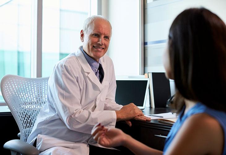 Rasvaimu voidaan tehdä usealla eri tekniikalla. Kuvassa potilas keskustelee lääkärinsä kanssa.