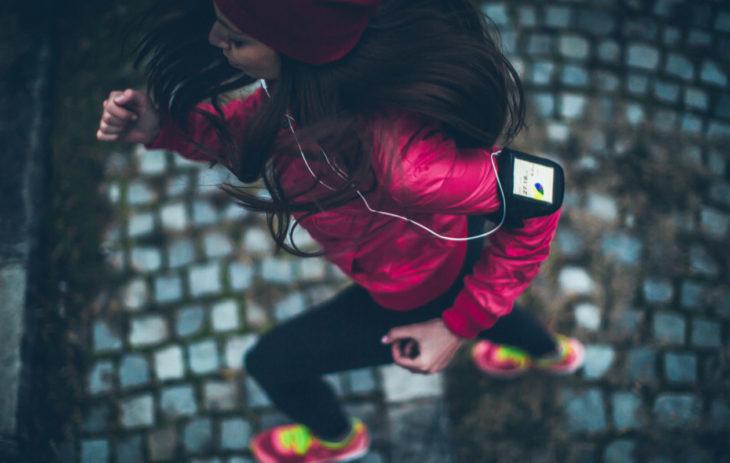 Valitse juoksutakki paitsi lenkin, myös sään mukaan. Hyvä juoksutakki pitää sinut kuivana aina.