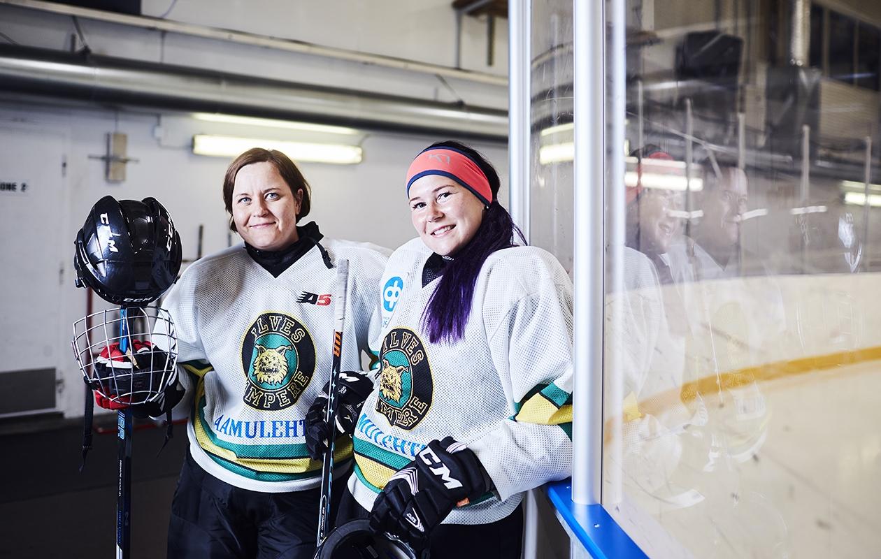 Liikuntaharrastus yhdisti Mervi Kulhan ja Riikka Lehtisen, ja nykyään he viettävät aikaa yhdessä myös jäähallin ulkopuolella.