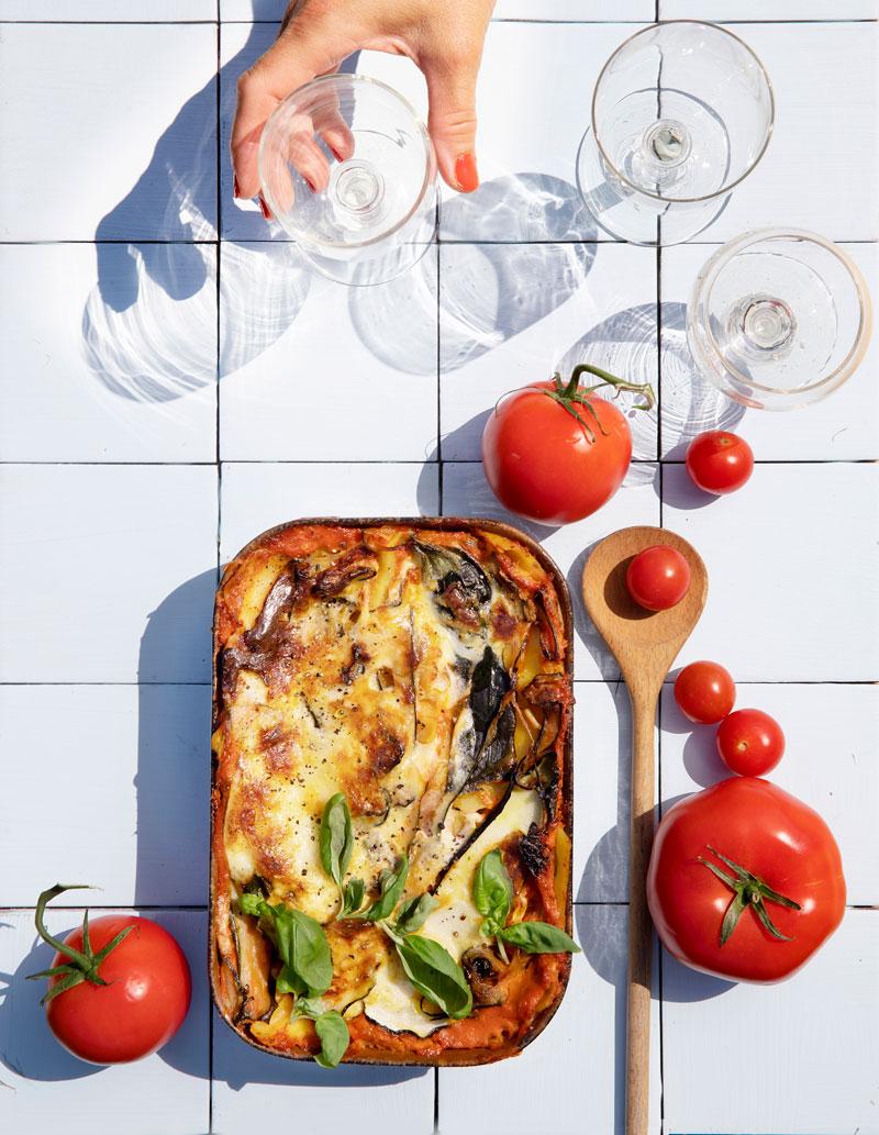 Kesäkurpitsa lasagne ylhäältä kuvattuna.