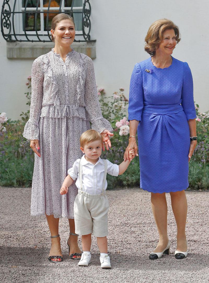 Kruununprinsessa Victorian syntymäpäiviä on aina juhlittu koko perheen ja kansan voimin. Tässä Victoria, hänen poikansa Oscar ja kuningatar Silvia Sollidenin palatsin pihalla syntymäpäiviä juhlimassa kaksi vuotta sitten.