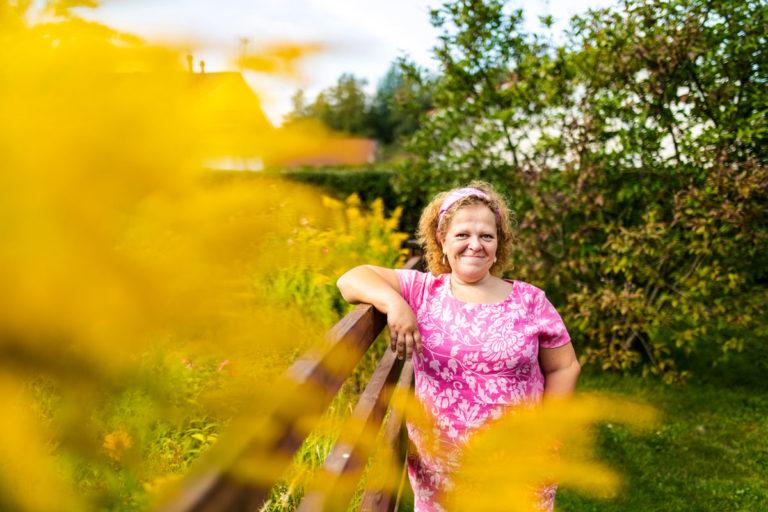 Kaisa Viitala tuli 1990-luvulla tunnetuksi nuortenkirjailija Kaisa Ikolana. Itsekin teini-ikäinen kirjailijanalku kiinnosti myös mediaa.