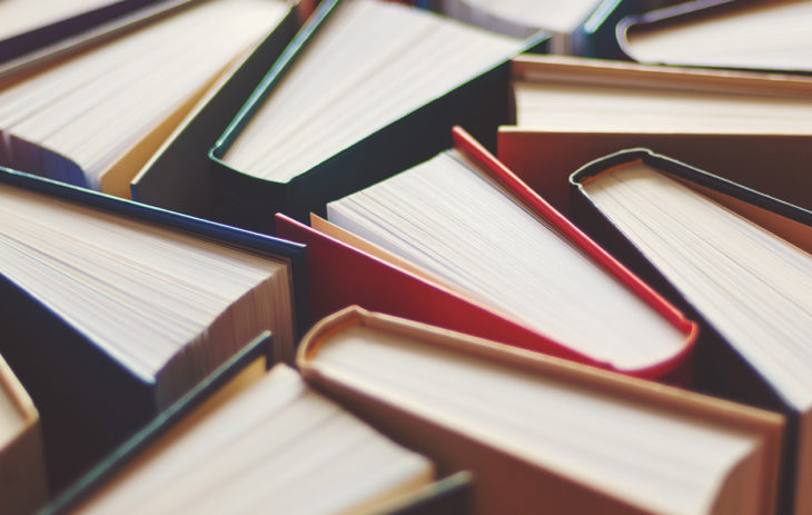 Suosikkikirjat: kuvassa kirjoja
