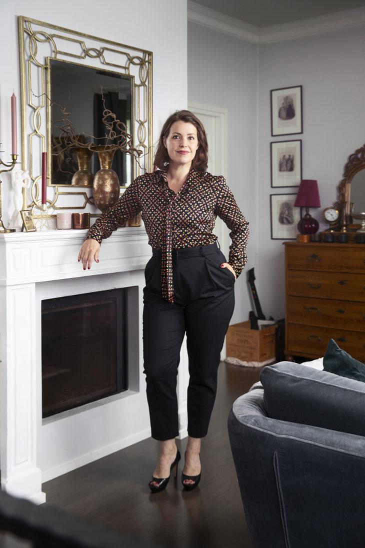 – Tätä asua kutsun SPR Kontti -lookiksi, sillä löysin Diane von Furstenbergin silkkipaidan ja Pura Lopezin korkkarit Kontista.