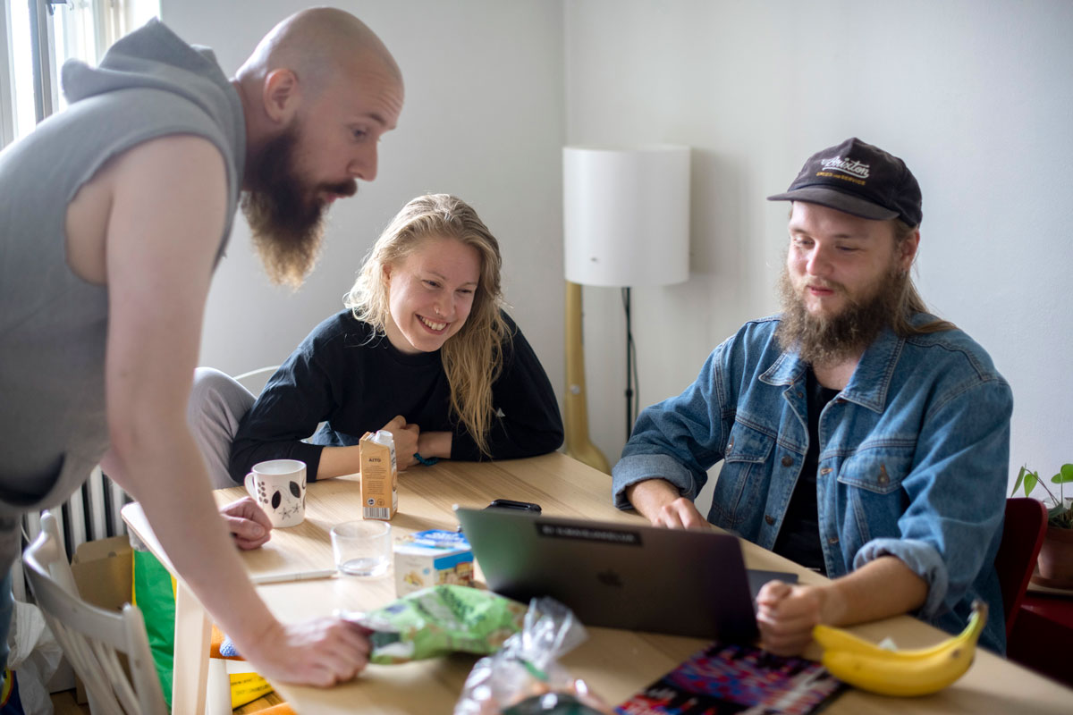 Hippo (vas.), Riina Herlin ja Antti Yrjönen tietävät, että yhteisöasuminen vaatii kykyä aistia toisten tunnetiloja.
