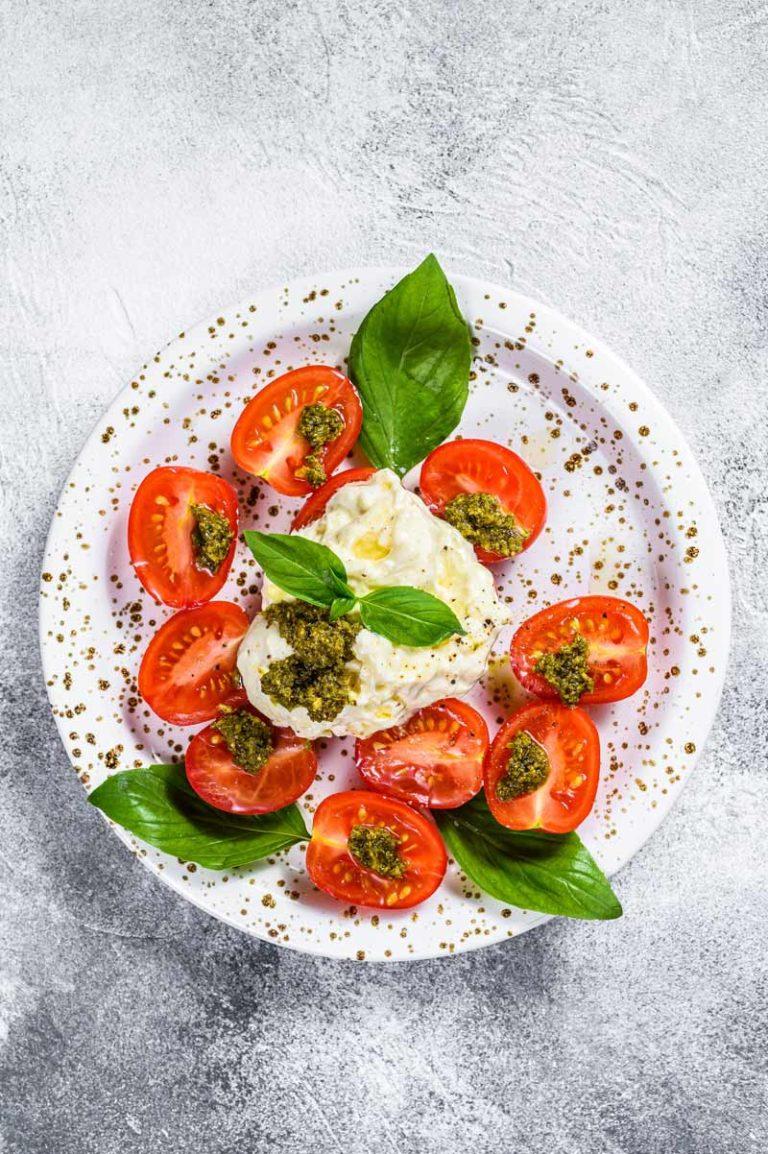 burrata paahdettujen tomaattien kera