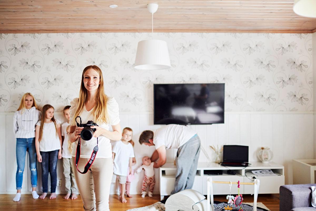 Terhi Nyykooli pitää blogia ja julkaisee paljon kuvia perheestään Instagramissa. Samalla lapset ovat oppineet ilmiömäisen taitaviksi poseeraajiksi.
