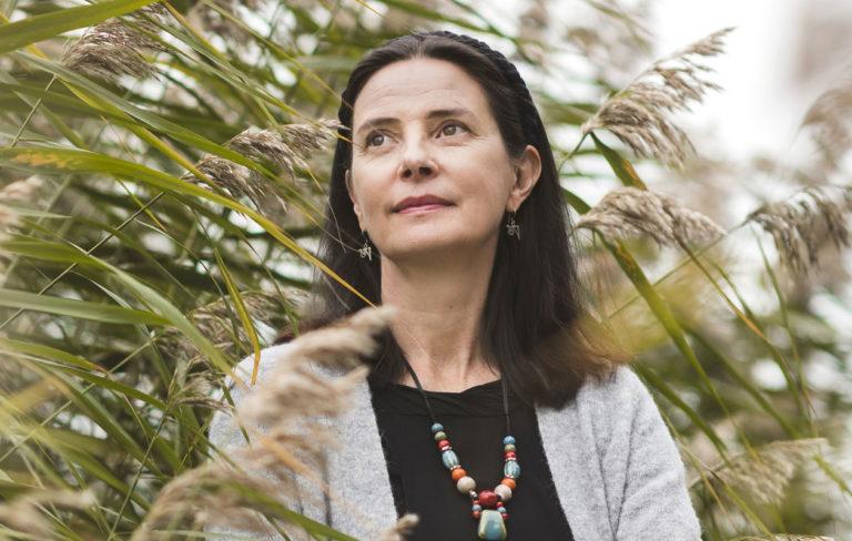 Anne Brunila puhuu kokemastaan perheväkivallasta Annassa
