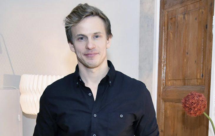 Konsta Hietanen, 36, on ällistyttänyt tuomarit ja katsojat esityksillään Tähdet, tähdet 2020 -ohjelmassa.