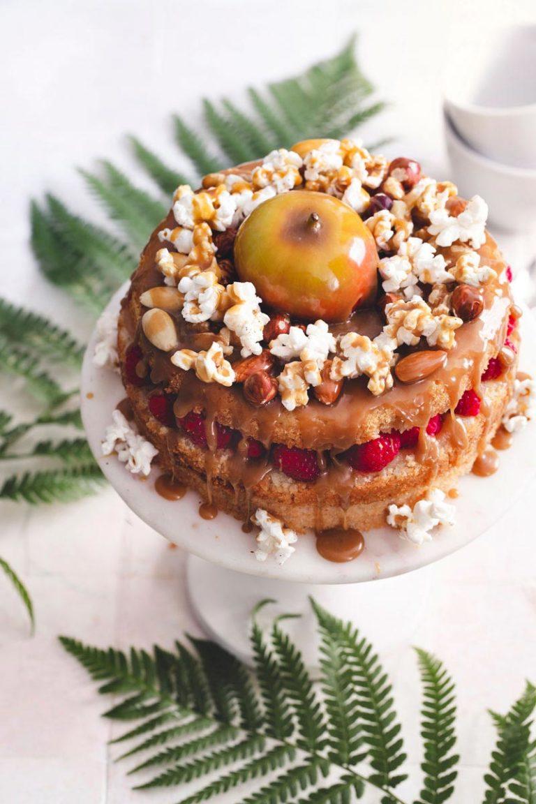 vegaaninen täytekakku omena-kinuskitäytteellä